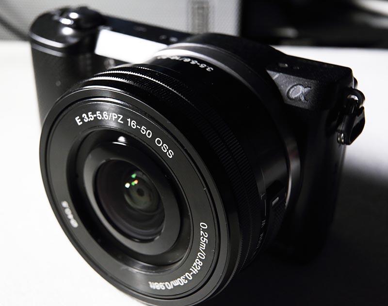 Schön und schön Kompakt - für eine Systemkamera sehr schlank